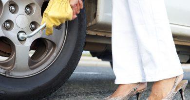 Как поменять колесо? Инструкция для автоледи