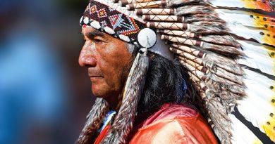 Зачем индейцы украшали голову перьями?